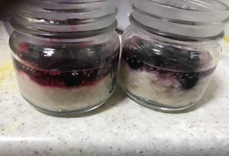 Mason Jar breakfasts-Oats-Chia-seeds-Fuits